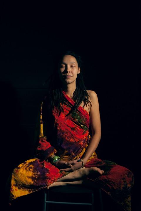 Mujer Meditación Om - Foto gratis en Pixabay