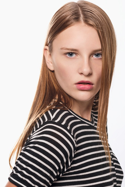5d37ba3f2 model fashion girl female glamour posing elegance