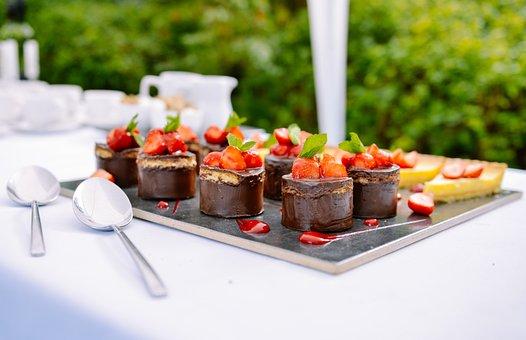 食べること, デザート, チョコレート, イチゴ, 小, ケーキ, 扱う, 甘い