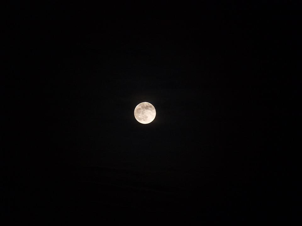 Foto gratis luna bianco sfondo nero notte immagine for Sfondi bianco e nero tumblr