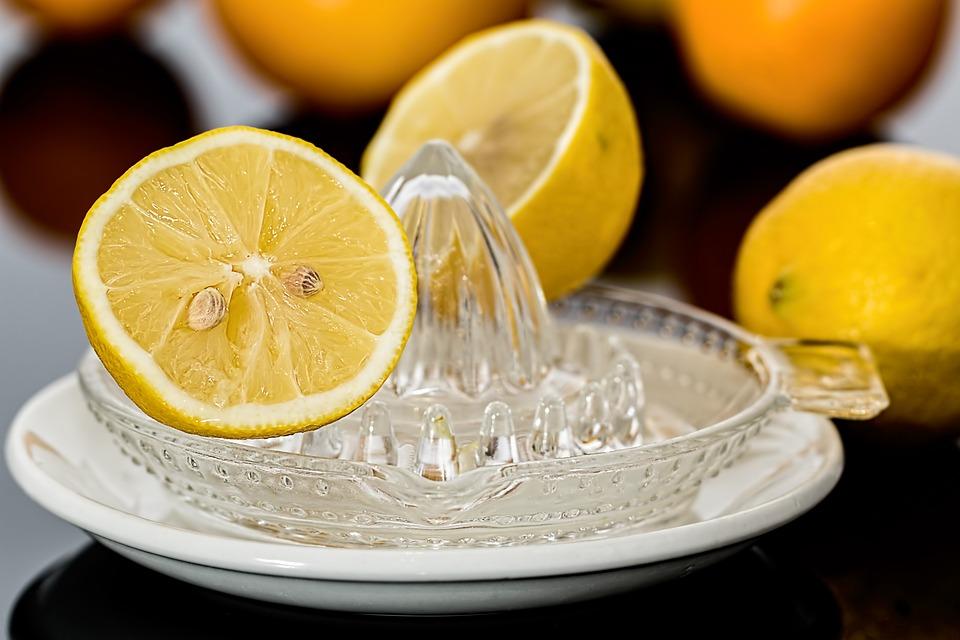 Zitronenpresse, Zitronensaft, Zitrusfrüchte