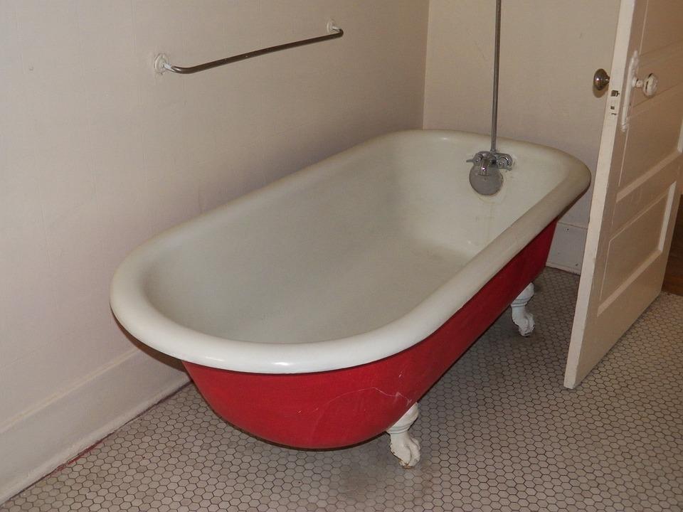 Vasca Da Bagno Antica : Doccia antico in una vasca da bagno scaricare foto gratis
