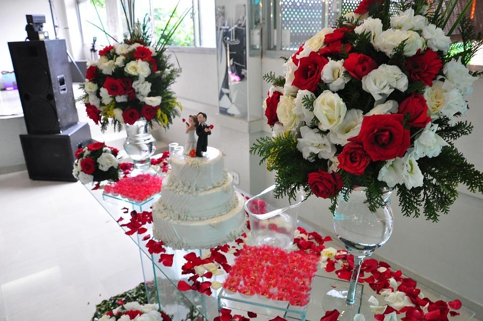 Gedeckten Tisch, Hochzeitstorte, Dekoration, Blumen