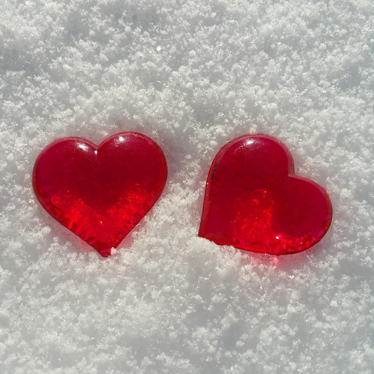 картинки сердце на снегу видом