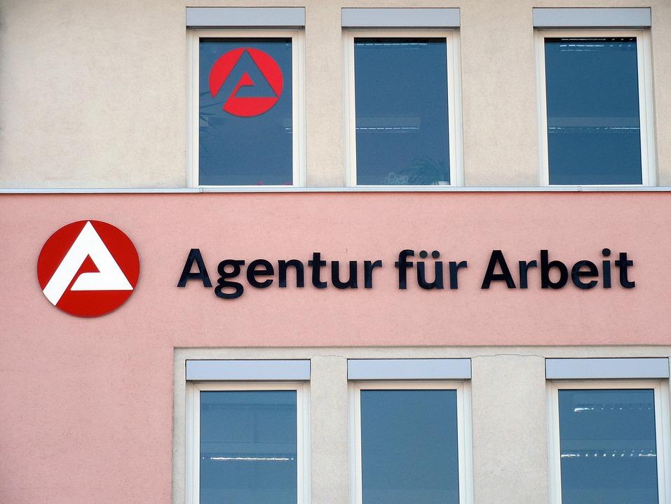 Ufficio Collocamento Per Disoccupazione : Palau code interminabili al centro per il lavoro per la