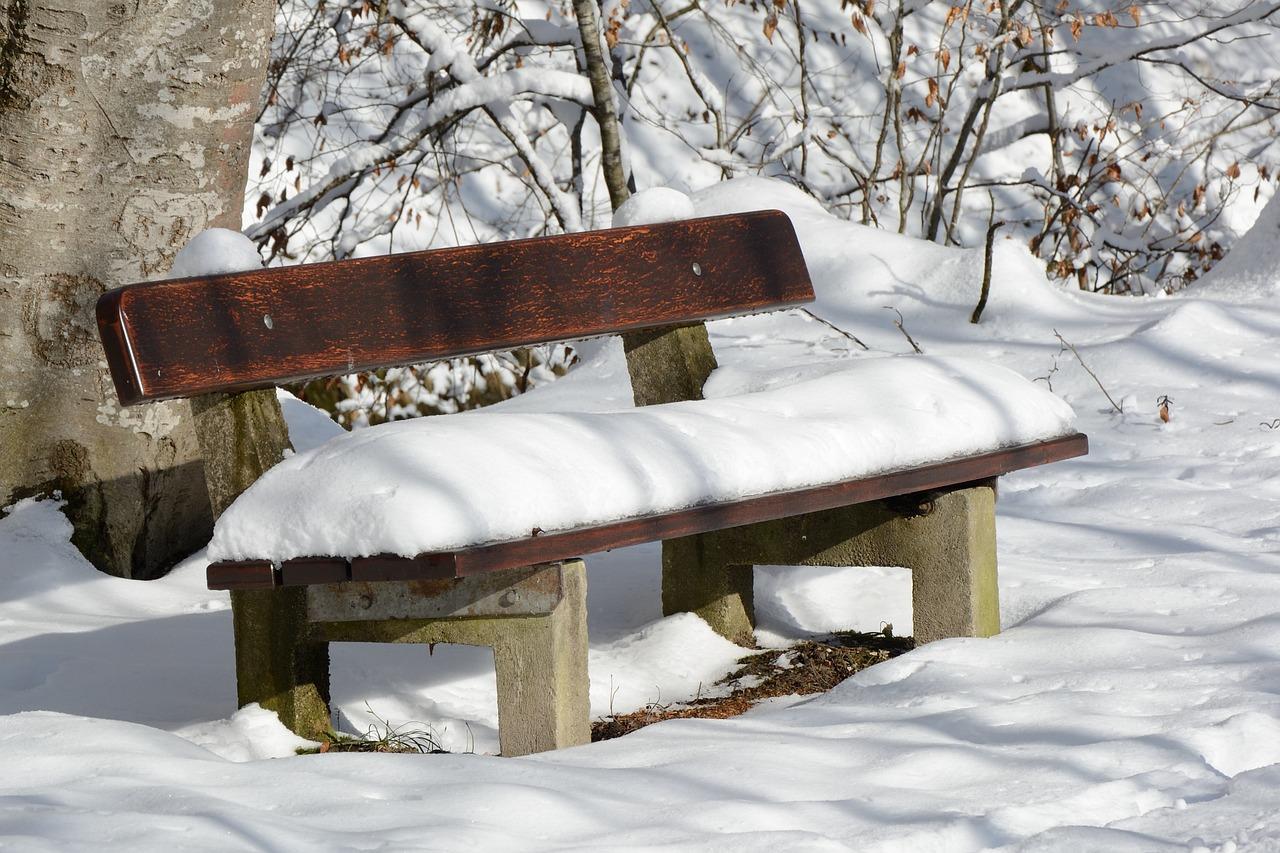 нужно загрунтовать фото скамейка зимой мировая