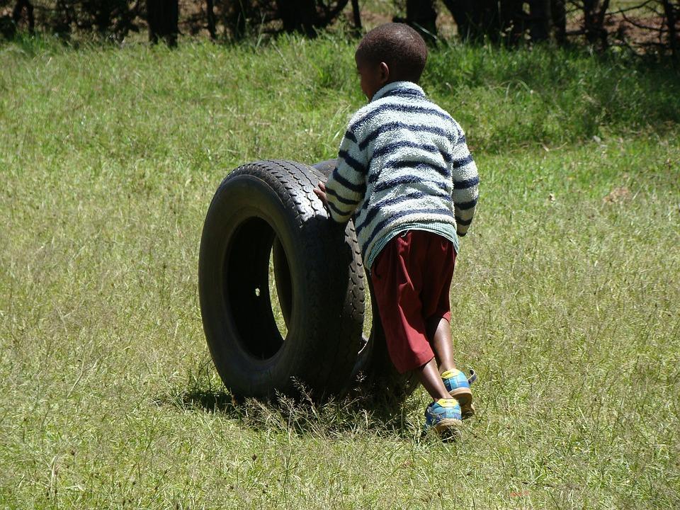 Jugar, Neumáticos, Niño, Diversión, Jugando