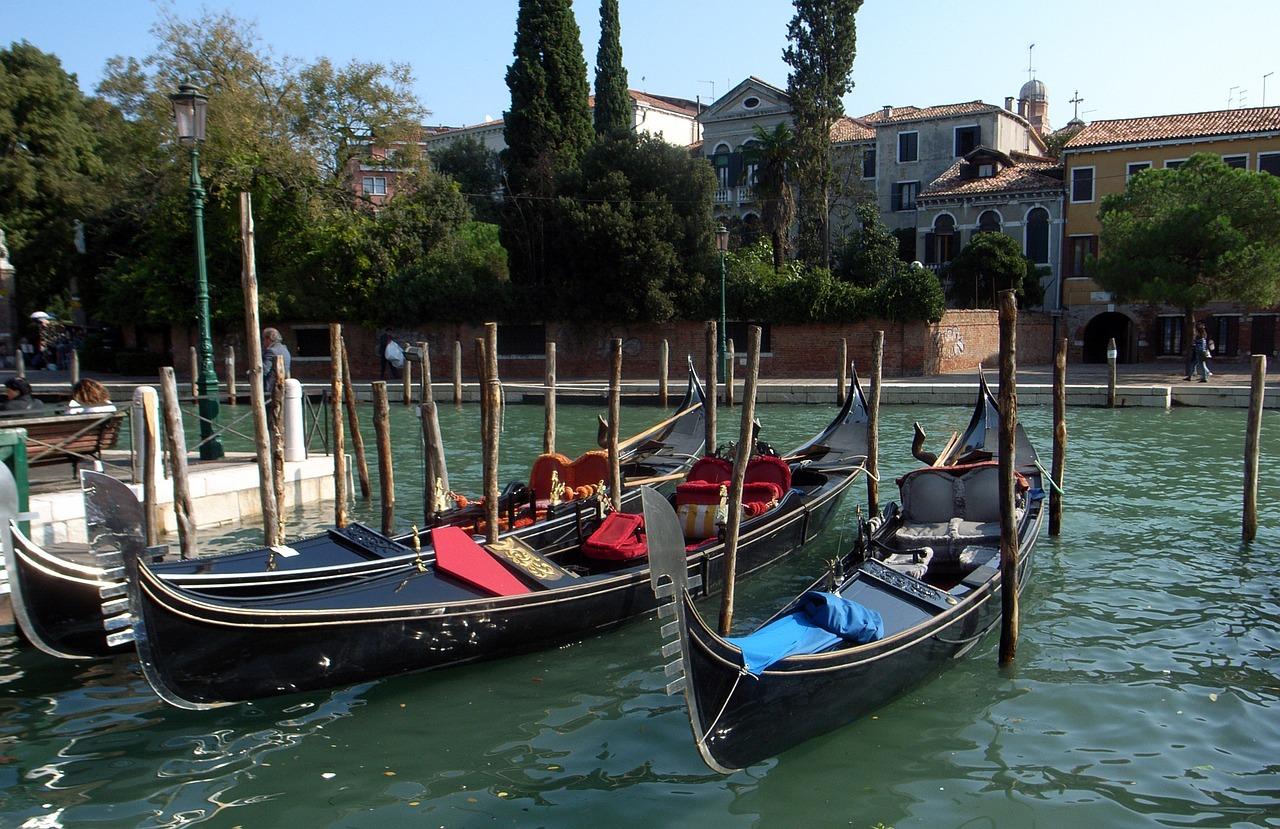 это венецианские гондолы картинки это картинка, которая