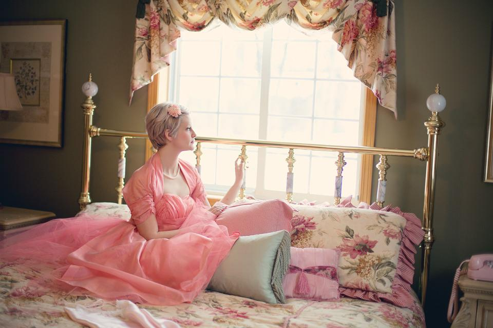 Free photo vintage woman on bed retro free image on - Cortinas vintage dormitorio ...