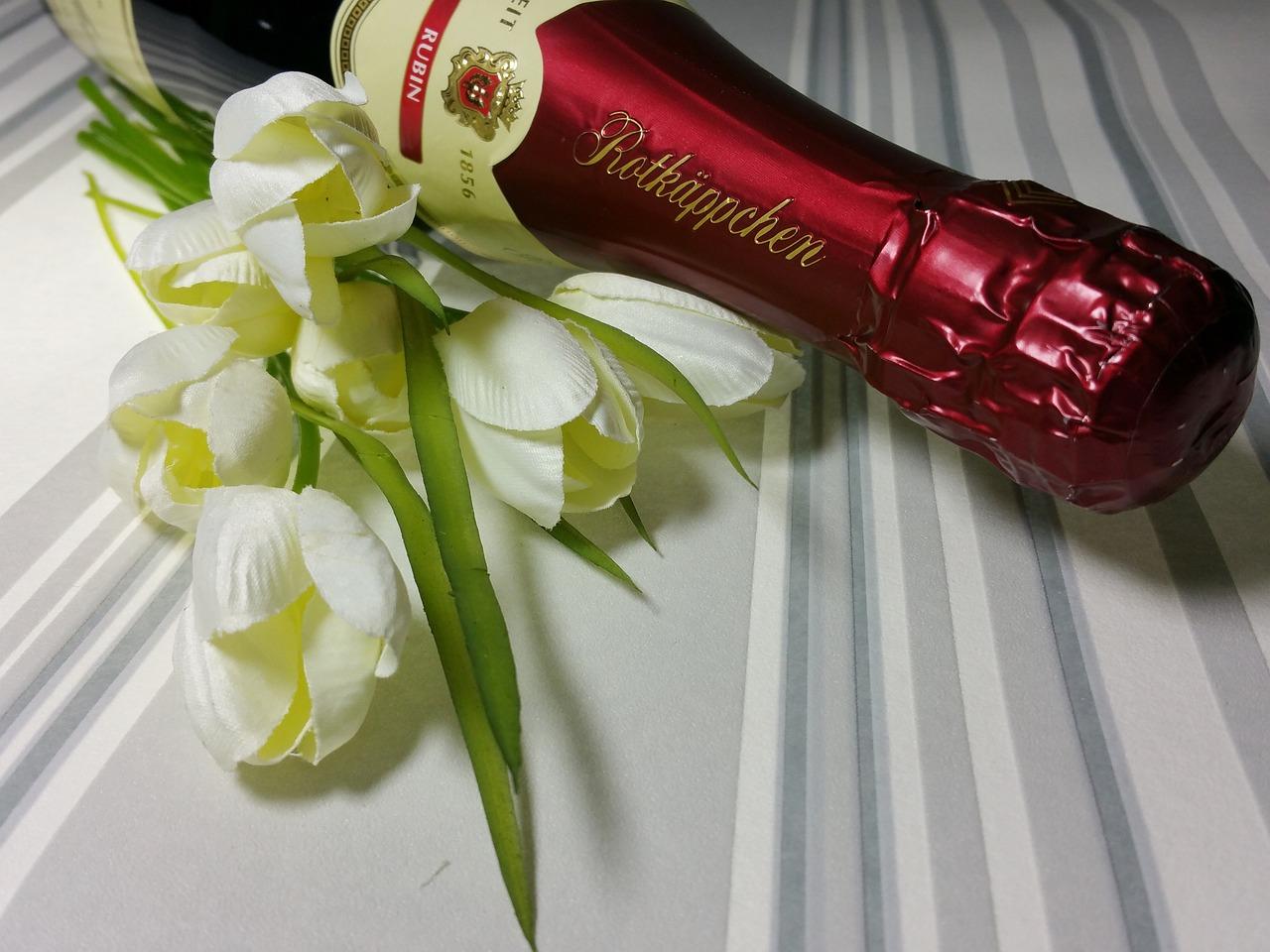 Открытки с цветами и шампанским