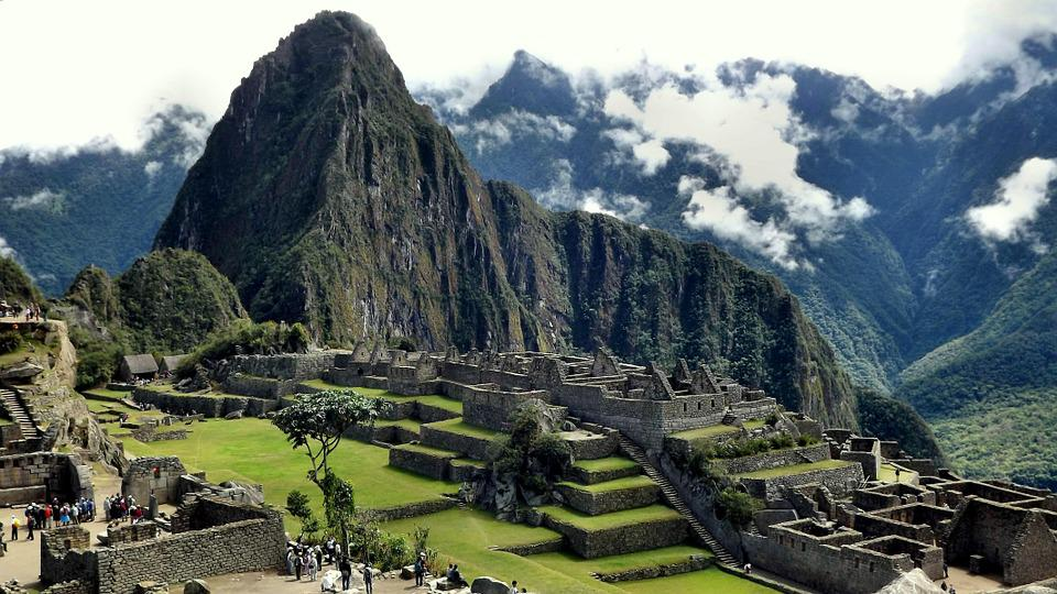 a history of incas empire in peru The inca empire was the largest prehispanic society of south america when it was 'discovered' by the spanish conquistadors led by francisco pizarro in the 16th century ad at its height, the inca empire controlled all of the western part of the south american continent between ecuador and chile the .