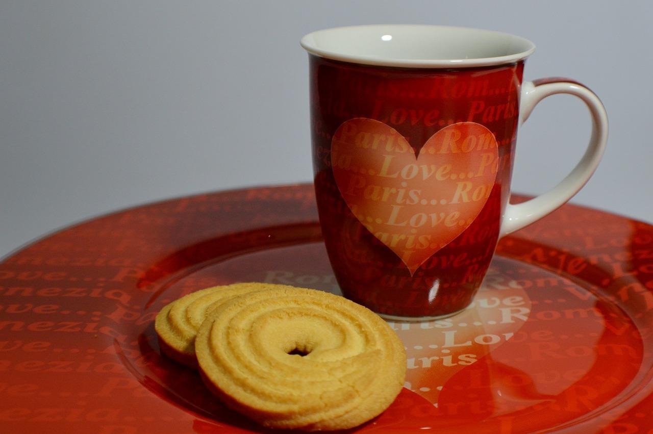 Фото двух чашек кофе с сердцем