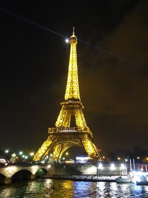 Photo gratuite tour eiffel nuit scintillant image for A l interieur de la tour eiffel