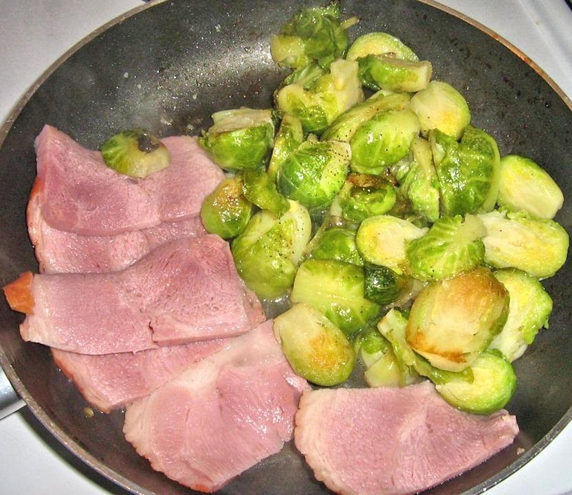 Ham, Cavoletti Di Bruxelles, Aglio, Olio D'Oliva