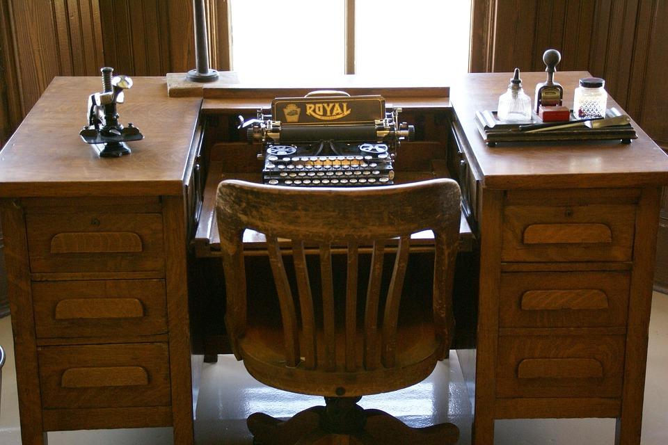 typewriter desk typewriter vintage antique typing - Typewriter Desk Vintage · Free Photo On Pixabay