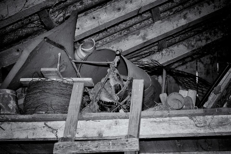 Dachboden, Stall, Gerümpel, Eisen, Metall, Holz, Alt
