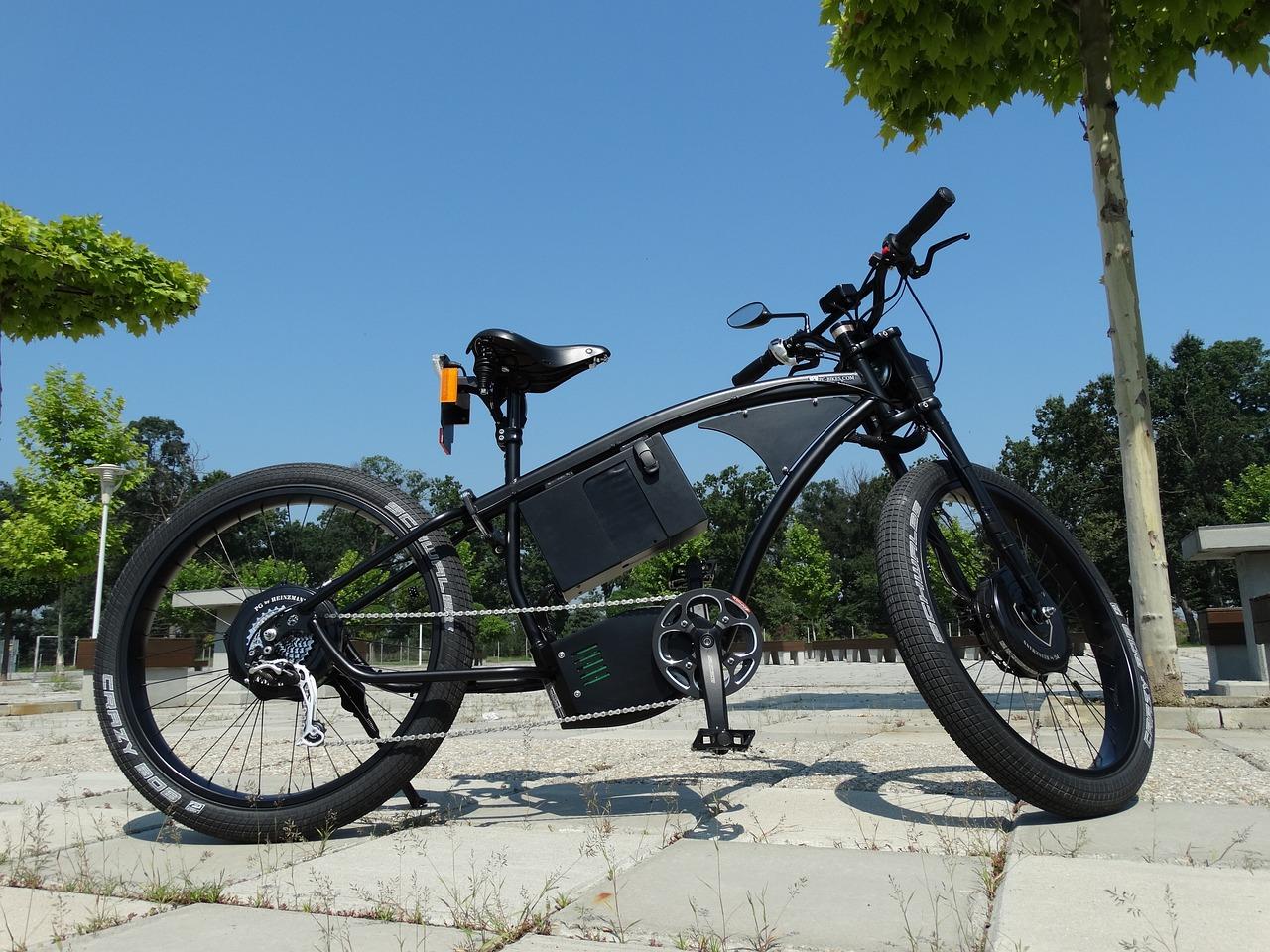 Електровелосипед або електросамокат - який з них підходить вам?