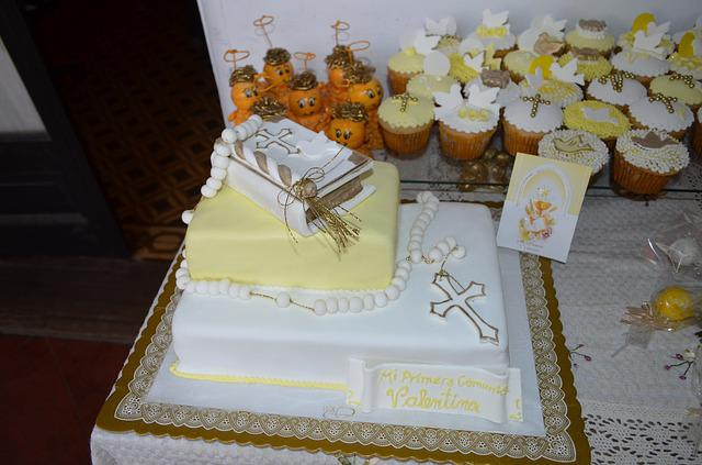 Communion cake cupcake white and free photo on pixabay - Decoration table de communion ...