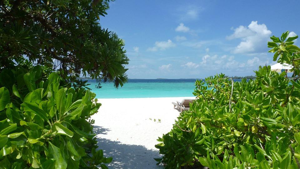 Travel to Laamu Atoll