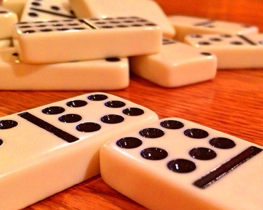 dominoes-674044_960_720.jpg