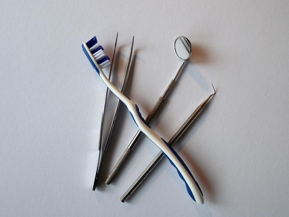 Какие стоматологические специальности бывают, что делают врачи и на кого лучше учиться