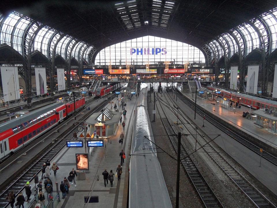 ハンブルク 中央駅 列車 · Pixab...
