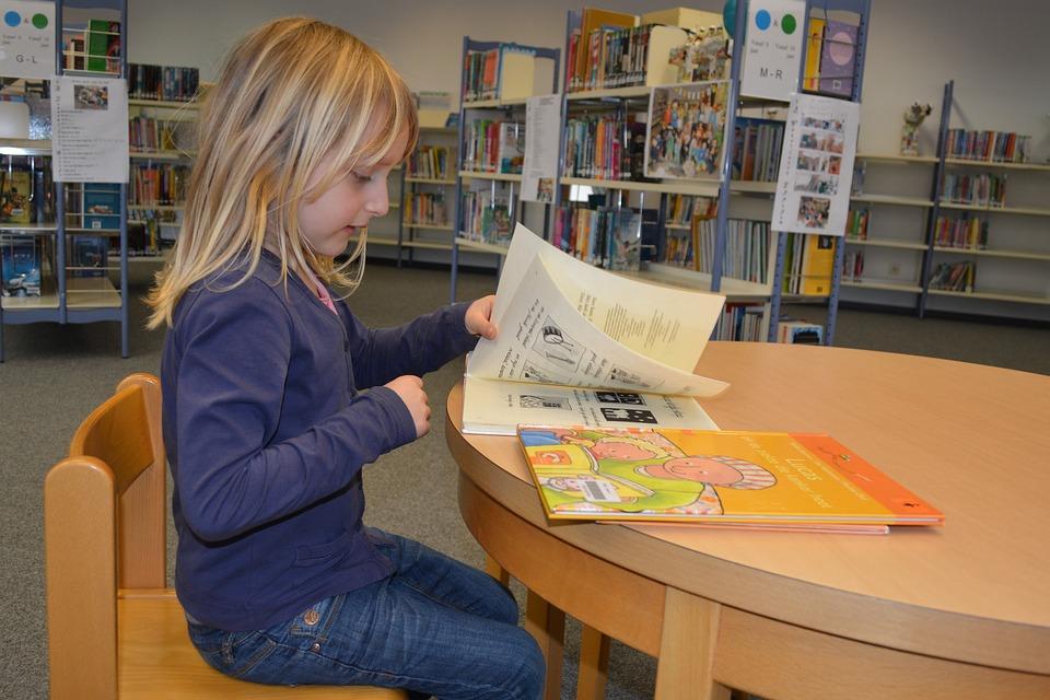 Resultado de imagen de niños en biblioteca
