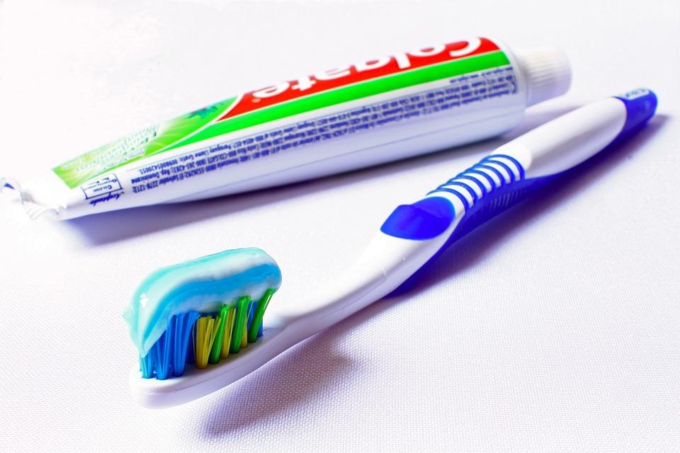photo gratuite brosse dents hygi ne image gratuite sur pixabay 685326. Black Bedroom Furniture Sets. Home Design Ideas