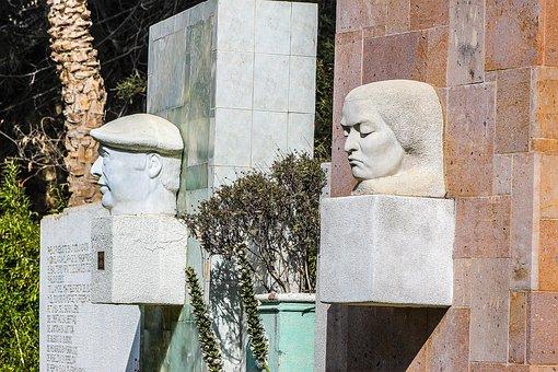 Esculturas Pablo Neruda Gabriela Mistral C