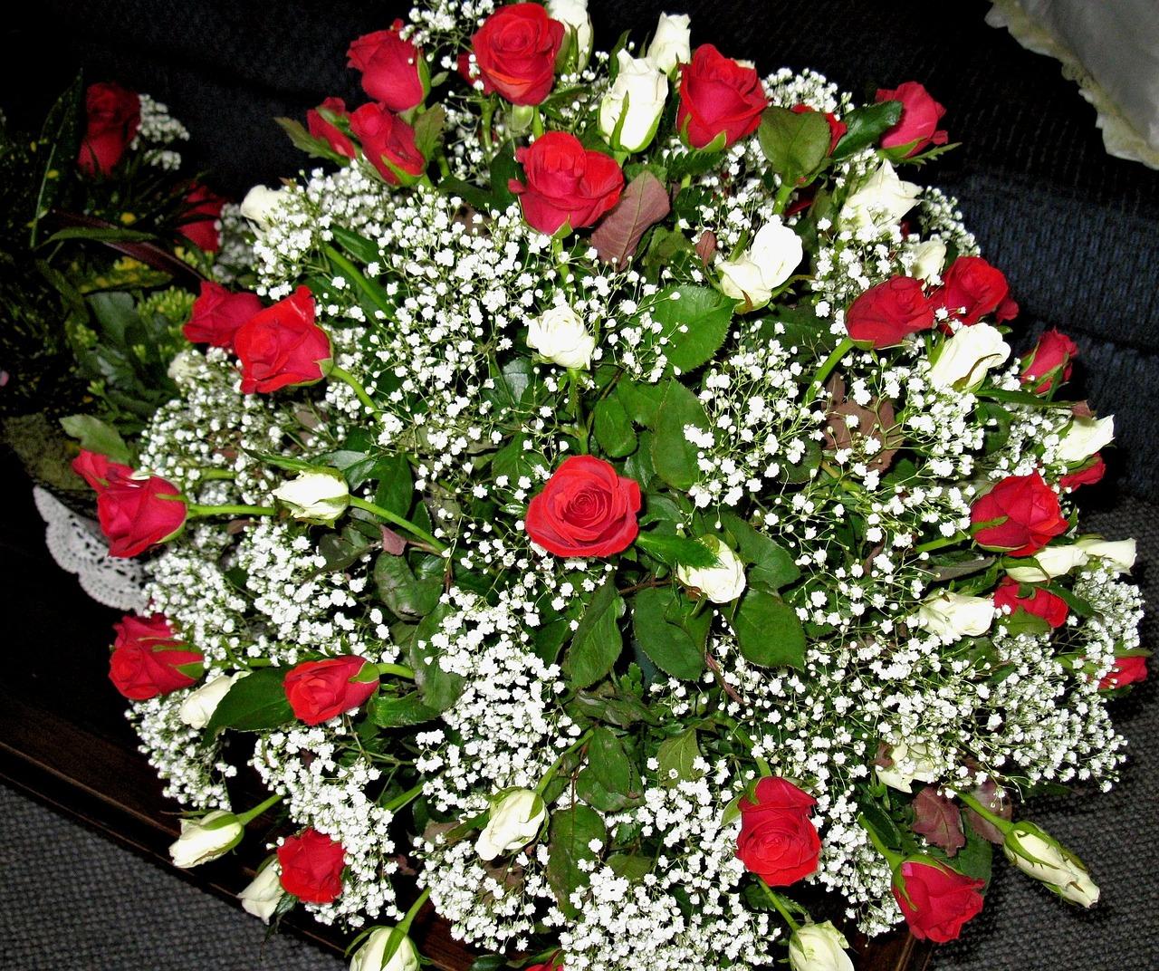 Открытки цветы розы с гипсофилами, открытки днем рождения