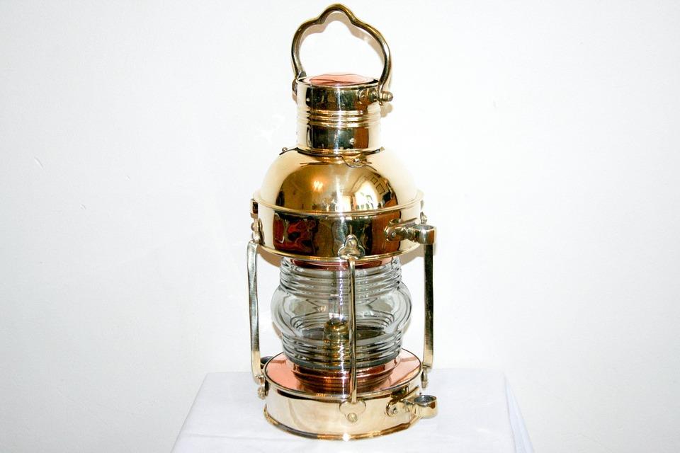 https://cdn.pixabay.com/photo/2015/03/26/13/24/nautical-brass-lamp-692734_960_720.jpg