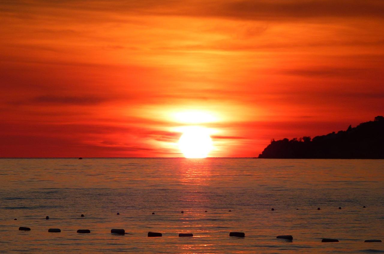 картинка оранжевый закат у моря круглом лице