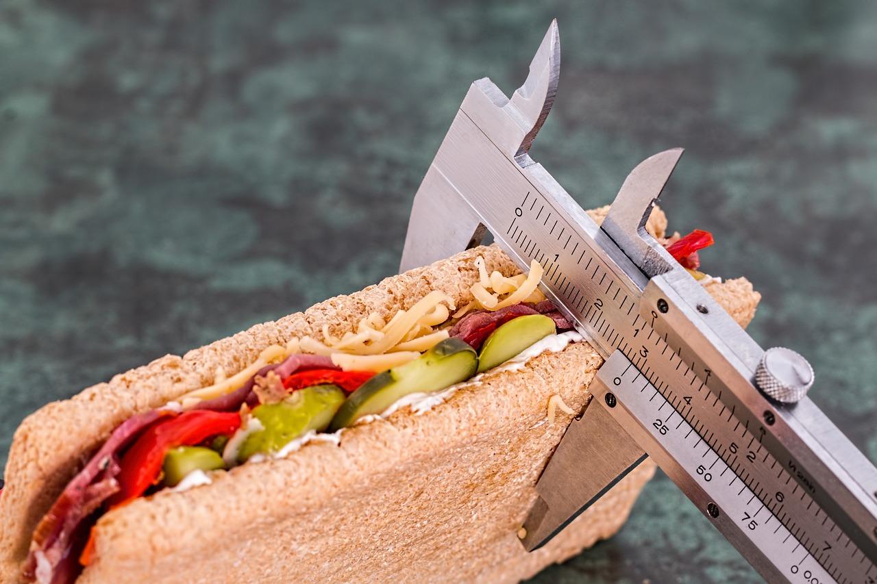 ควบคุมอาหาร ลดอาหารเพื่อลดน้ำหนักโดยไม่ต้องออกกำลังกาย