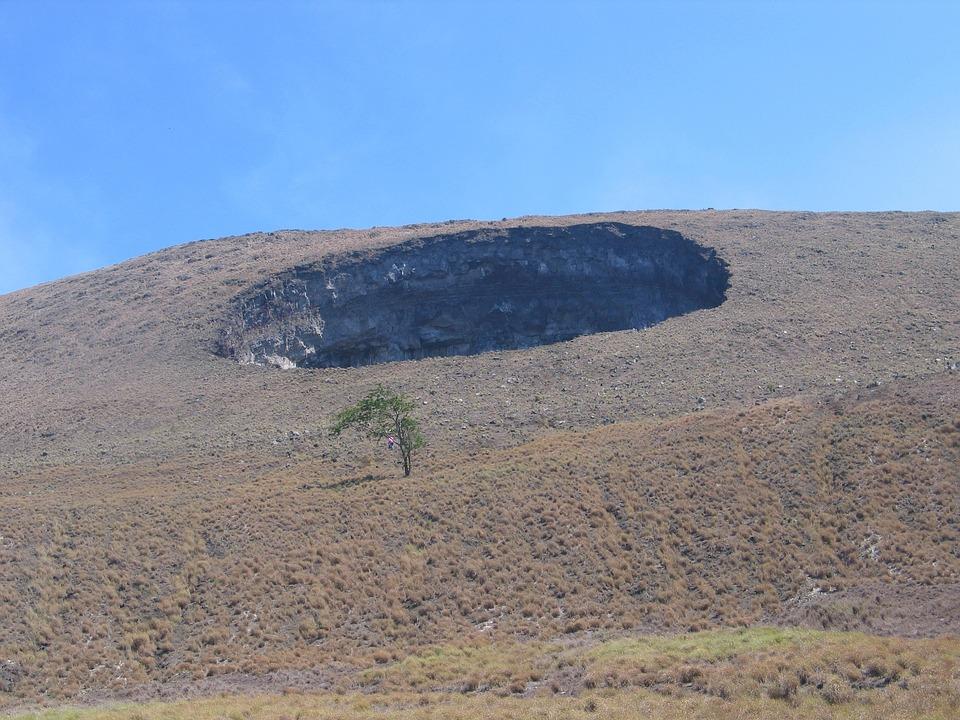 Volcan, Batteries Trou, Nicaragua, Managua