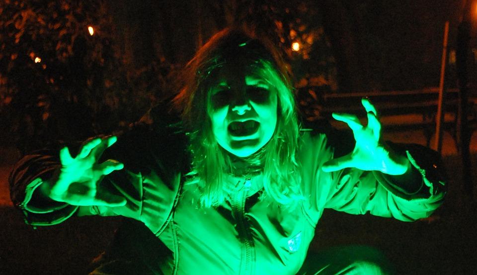 女性, ゾンビ, 女の子, ハロウィーン, 不気味な, 怖い, 悪, ホラー, 恐怖, 緑, 光, 泊