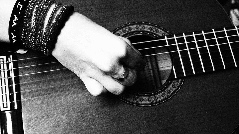 Sehr Schwarz Weiß Hand Gitarre · Kostenloses Foto auf Pixabay MD82