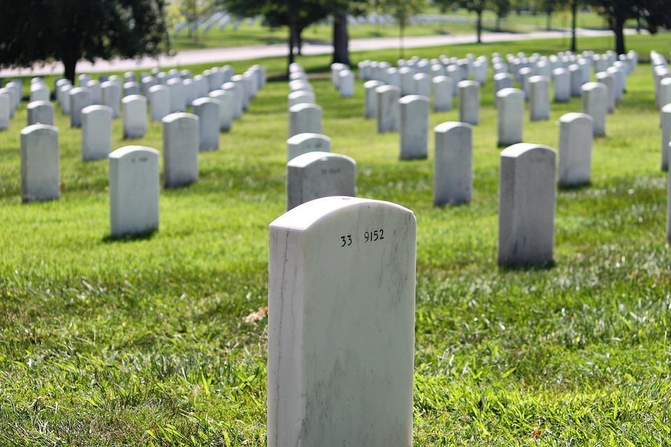 他带汶川牺牲战友照片参加国庆阅兵:我们有约定
