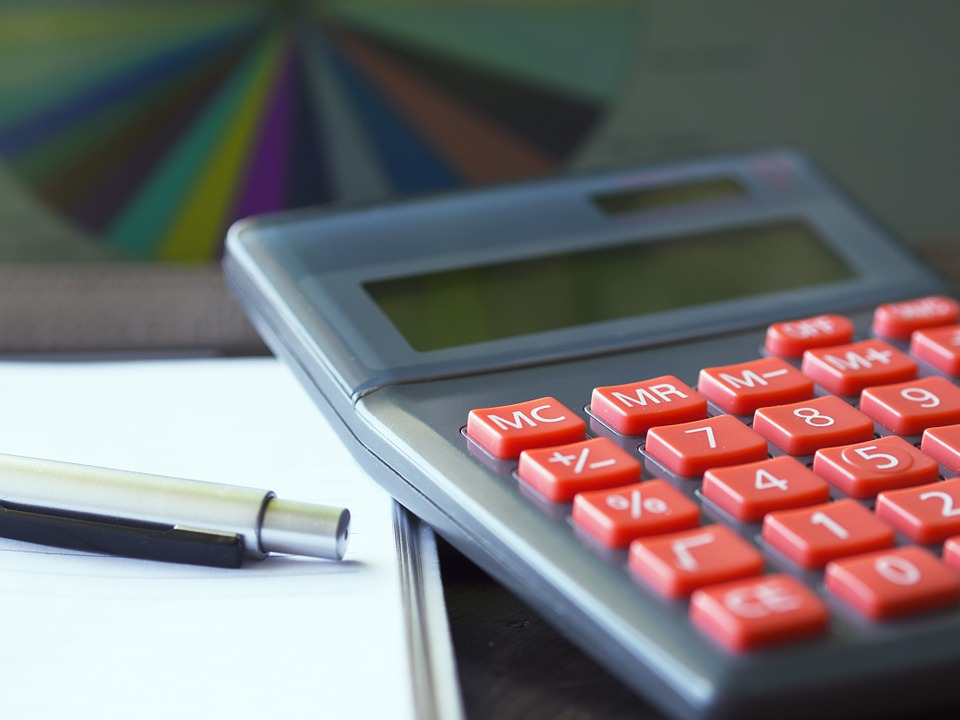 電卓, 計算, 保険, ファイナンス, 会計, ペン, 投資, オフィス, 仕事, 税金, ビジネス