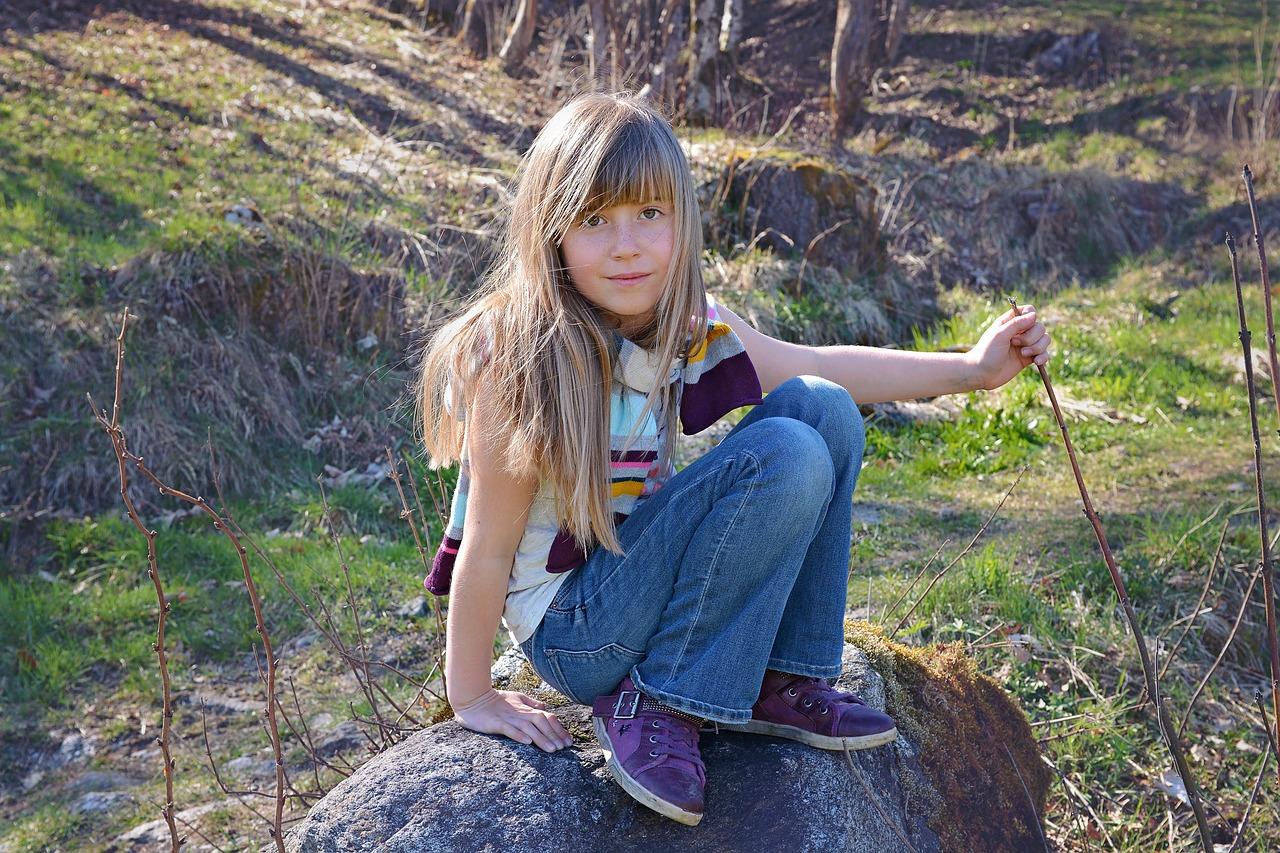 Писающие девушки в лесу