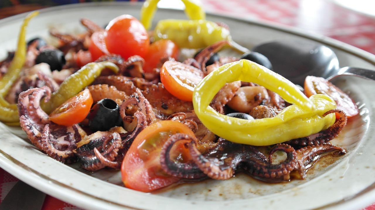 鱼,开胃,烤,油,醋,比萨饼,洋葱,首次置业,八达通,枪乌贼,沙拉,黄瓜,番茄,辣椒粉,令人垂涎,美味,食品,吃,新鲜,厨师,腌制