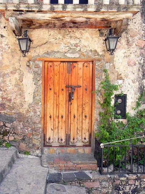 Photo gratuite mexique porte vieux ville rue image for Casas modernas con puertas antiguas
