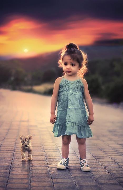 女の子, 立っている, ペット, 子, 幼児, 心配, 悲しい, だけで