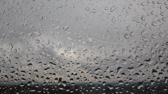Foto gratis goccia d 39 acqua finestra pioggia immagine for Finestra con gocce d acqua