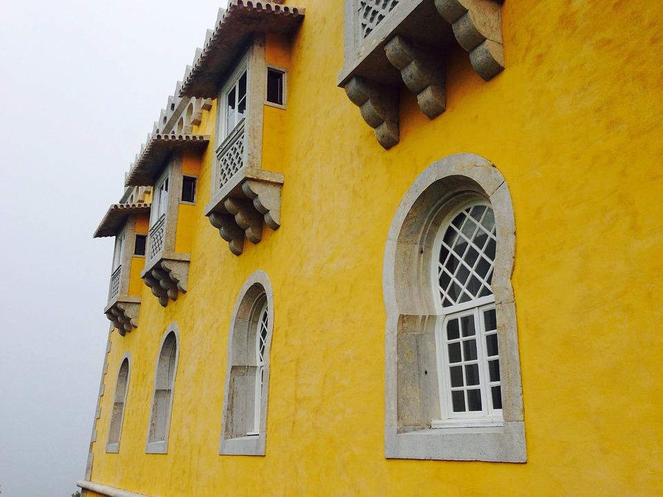 gelbe fassade elegant fototapete gelbe fassade mit blauem himmel with gelbe fassade affordable. Black Bedroom Furniture Sets. Home Design Ideas