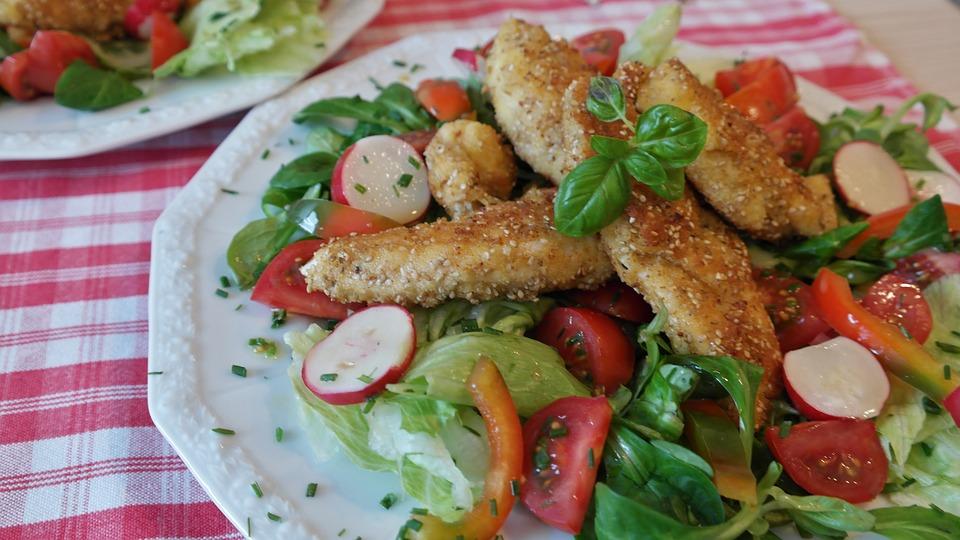 鶏の胸肉, チキン, サラダ, 食品, 健康的な食事, 低カロリーの, トマト, キュウリ, パプリカ