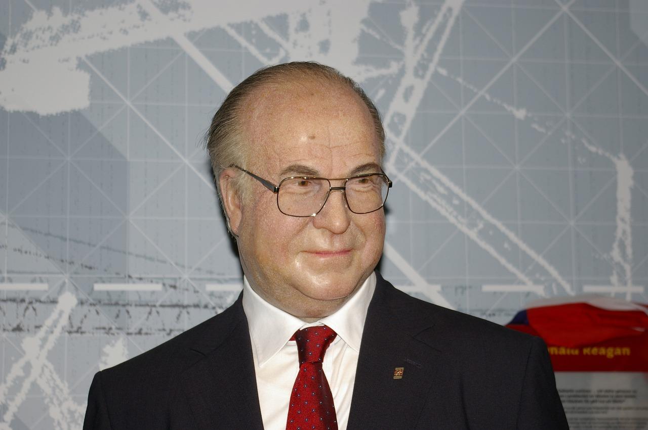 德国前总理赫尔穆特·科尔去世  享年87岁