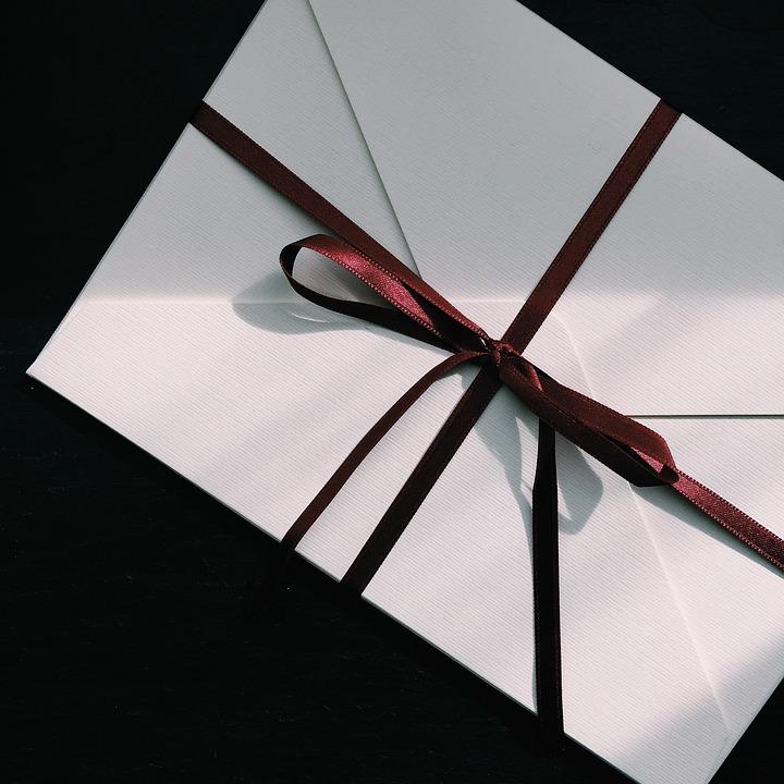 内定承諾書の封筒の書き方や例|縦書き/横書き/表/裏・注意点