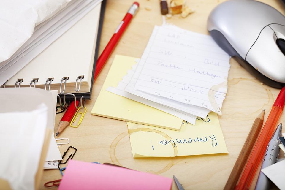 Kontor, Hverdagen, Skrivebord