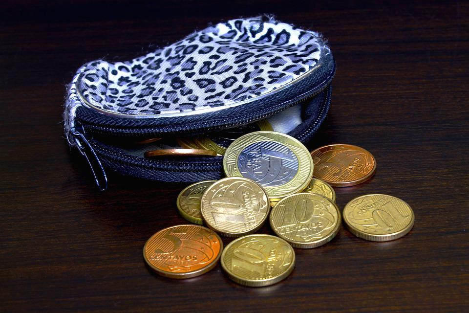 DIY Coin Purse | Easy Sewing Projects You Can Give As Gifts For Your Teens