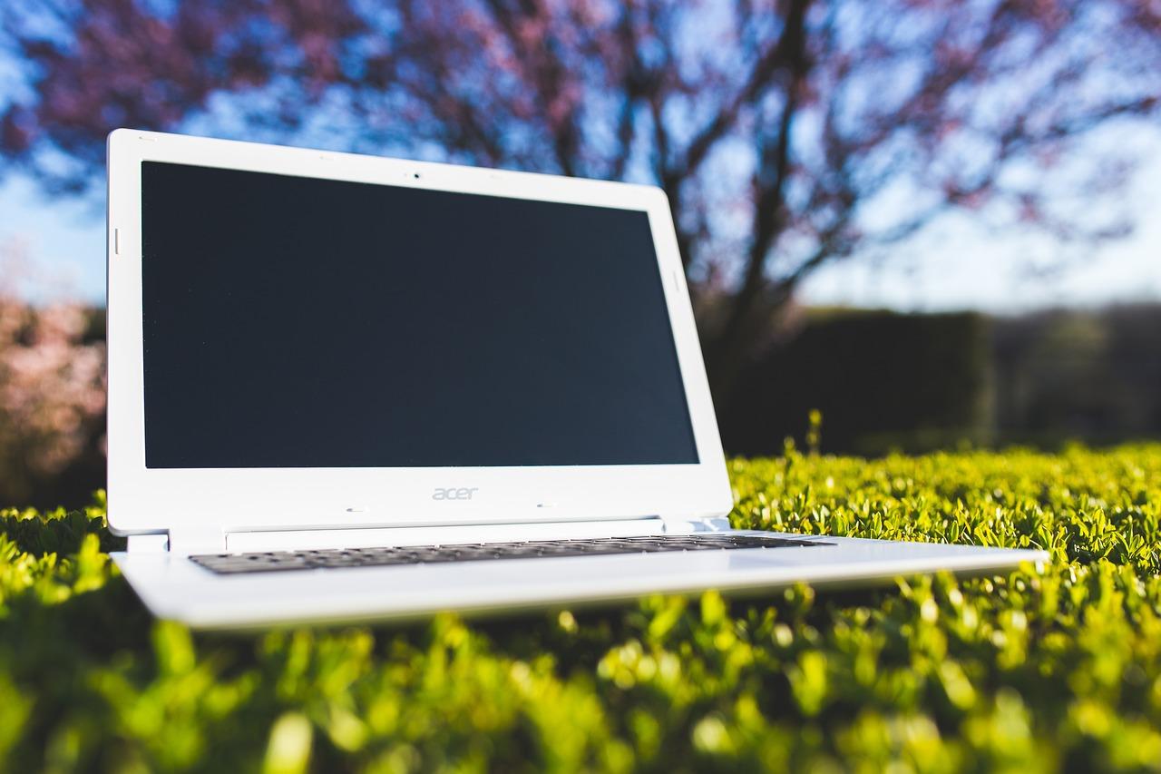 Laptop Grass Acer - Free photo on Pixabay